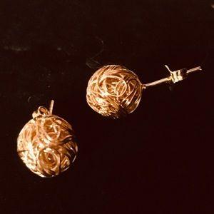 18k gold trendy twine ball studs!
